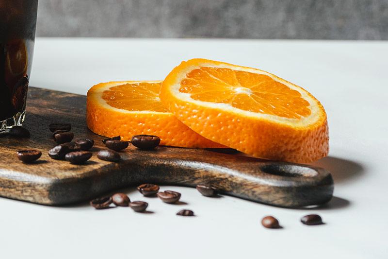 Associando laranja ao café