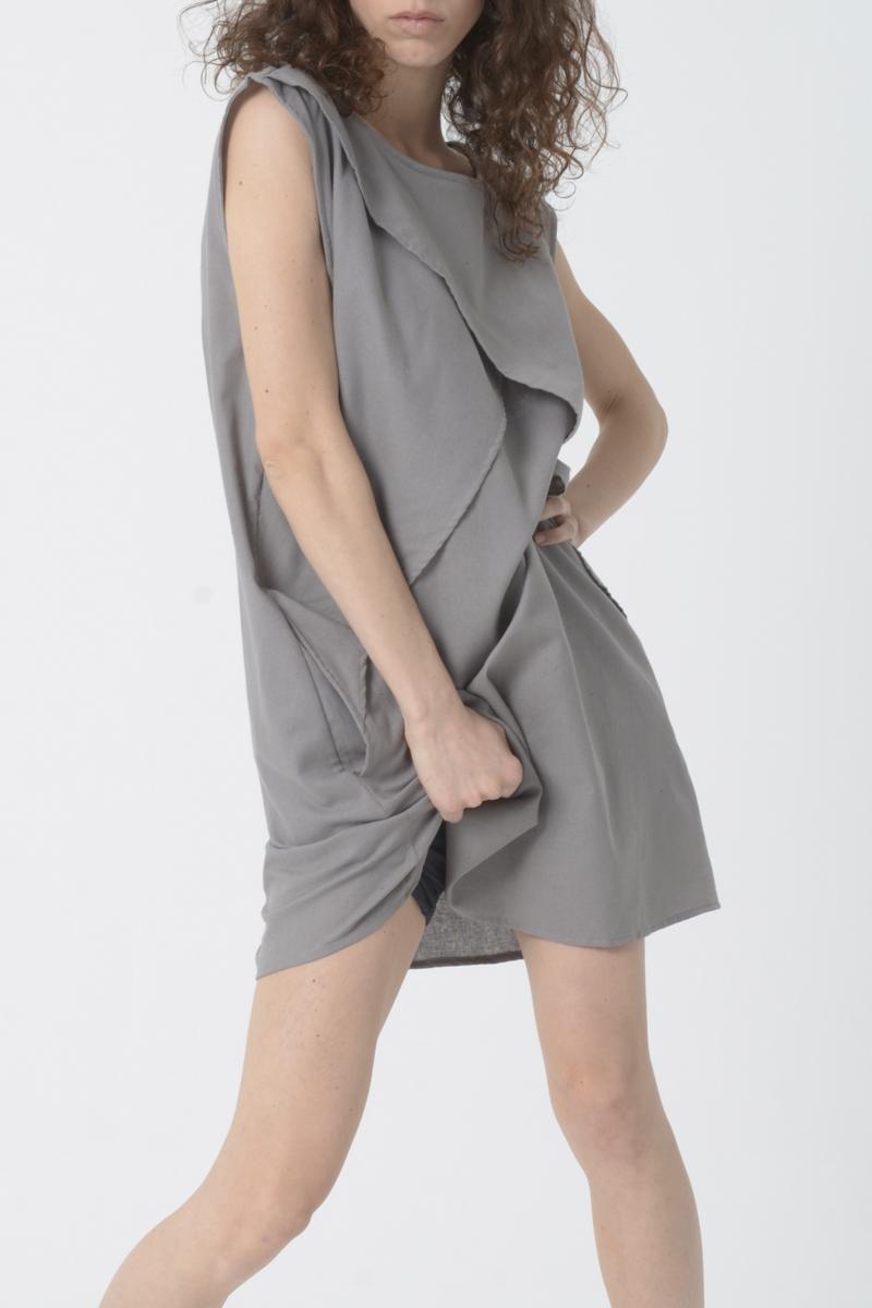 Vestido corto sin mangas