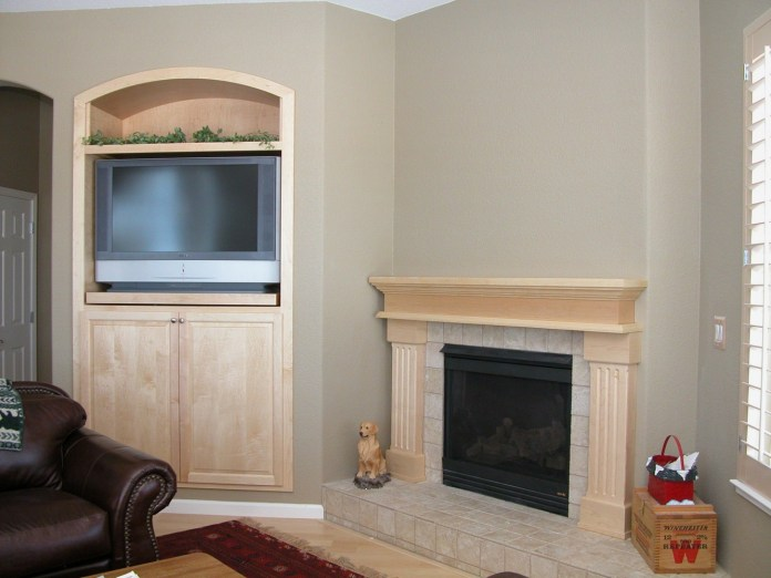 Mantel-TV-Insert