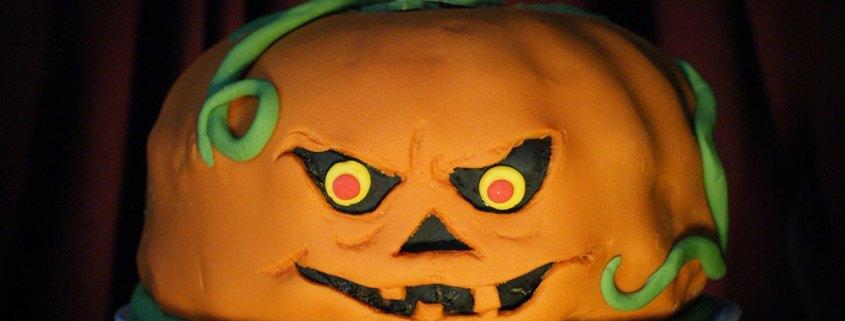 Halloween party bundt cake decoration ideas