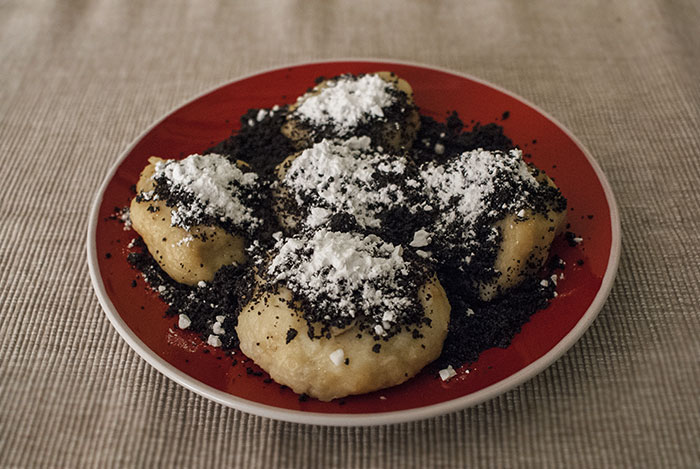 plum dumplings with poppy seeds