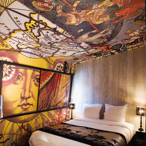 いくら絵が好きでもやりすぎじゃ。。な寝室