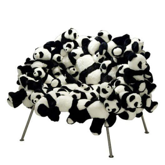 かわいいけど。。ちょっと不気味なパンダのイス