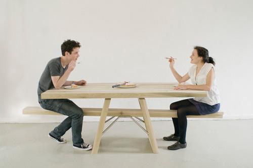 相性ぴったりなカップル向けダイニングテーブル