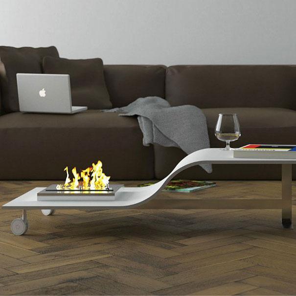 子供から大人まで誰が使用しても丁度良い高さのテーブル
