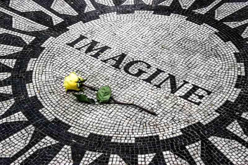 Imagine mosaik med gul rose