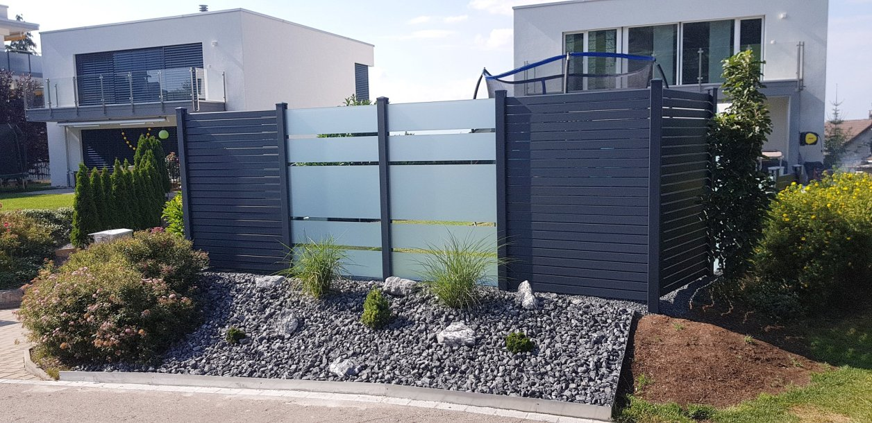 Privacy fence black rhombus with spacer and glass panels