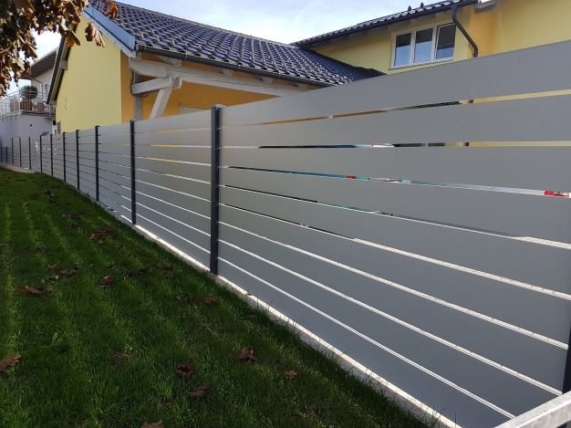 fence flat light grey with spacer 2
