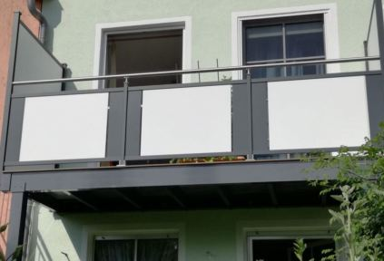 balcony and privacy screen