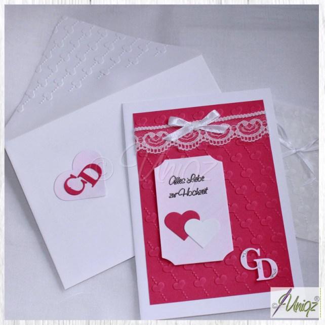 Hochzeitskarte mit aufwändiger Prägung, Initialen, Spitze und Geldtütchen
