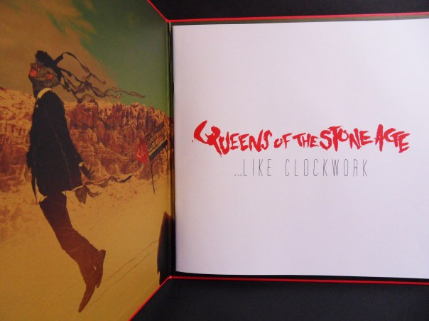 ...Like Clockwork le nouvel album de Queens Of The Stone Age, édition vinyle avec livret.