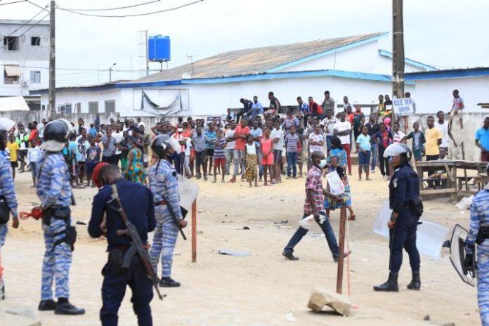 Des manifestants ont investi les rues d'Abidjan ce jeudi 6 août 2020 pour protester contre l'absence du nom de Gbagbo sur la liste électorale