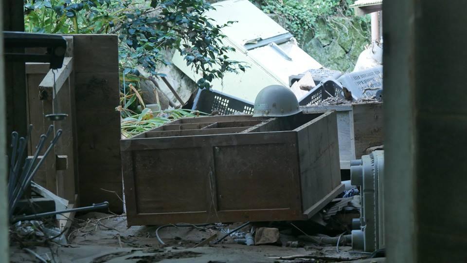押し流された家屋