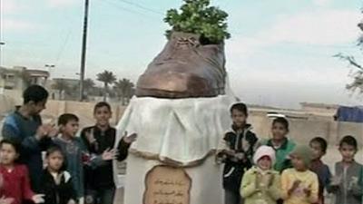 iraq_shoe_statue