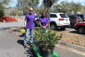 GE volunteers beautified garden beds and refurbished landscaping at Ramona Elementary.