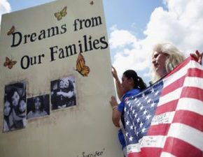 Scholars: DACA Reprieve No Reason for Dreamers to Relax