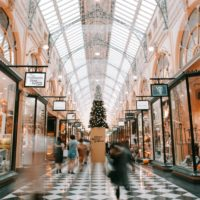 Christmas shopping (Photo by Heidi Sandstrom on unsplash.com)