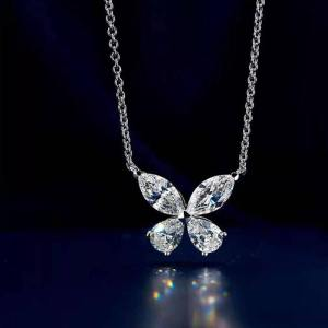 Collier papillon or blanc avec diamants
