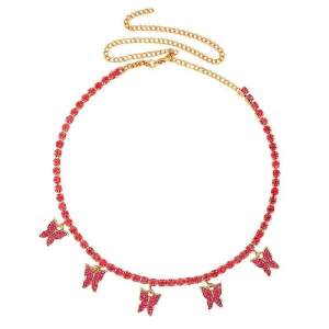 collier rouge papillon