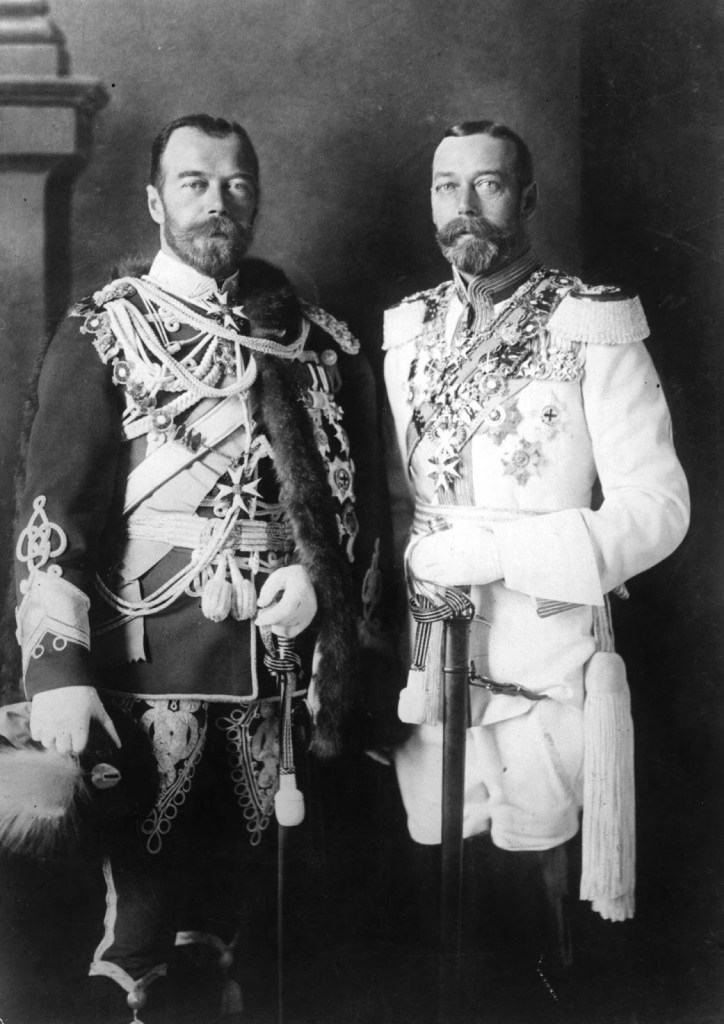 Russian Tsar Nicholas II (left) and King George V (right) were cousins and looked very similar, as were their mothers, sisters Dagmar and Alexandra.In fact, Georges V belonged to the Saxe-Coburg and Gotha dynasty . This name had German roots, which provoked unpleasant associations during the First World War.