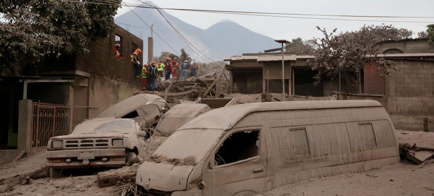 Miles de personas están sin abrigo en Guatemala después de la erupción del volcán