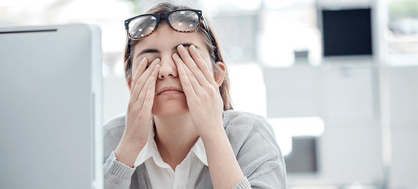 Las mujeres desarrollan más problemas visuales que los hombres