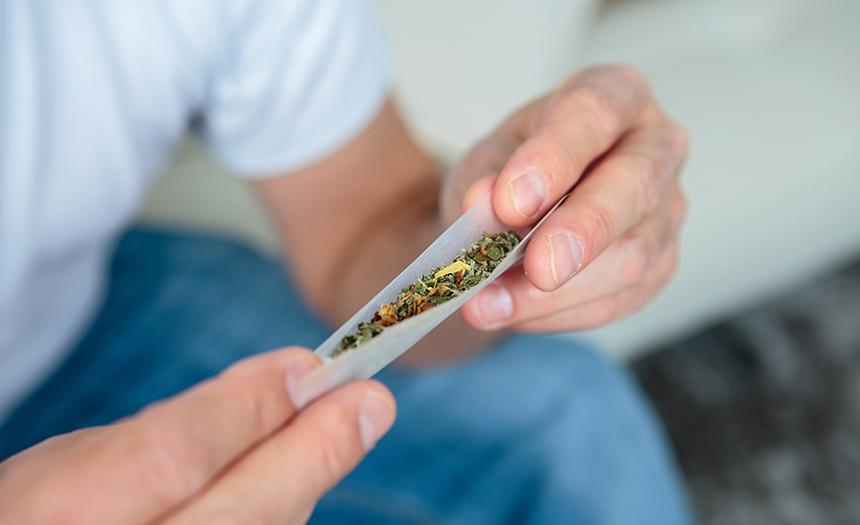 Consumir drogas puede provocar sordera