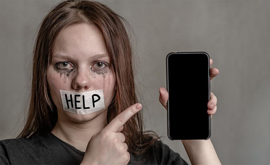 Descubren sitio web italiano que ayudaba a jóvenes a cometer suicidio