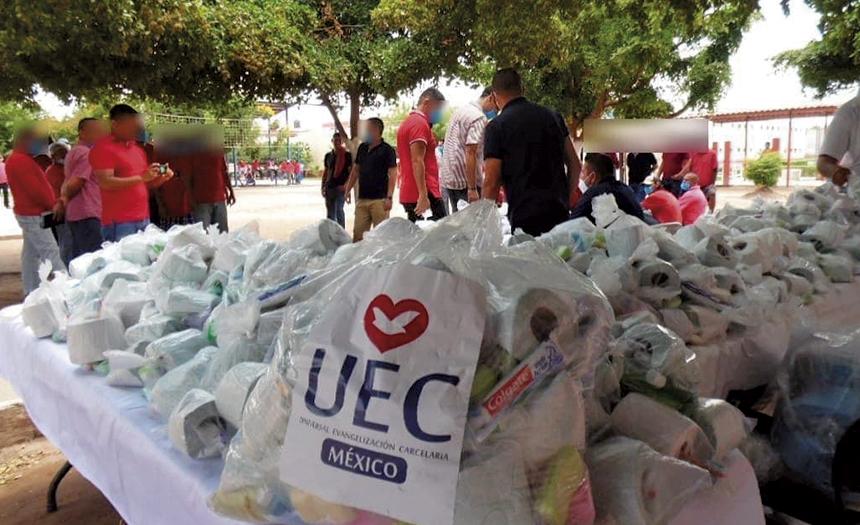 UEC festeja a los padres en Cereso de Los Mochis