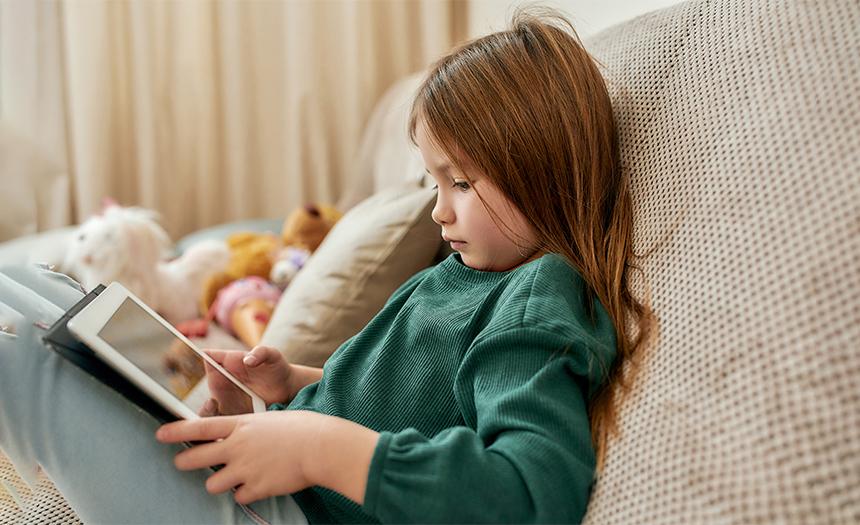 ¿Tu hijo pasa mucho tiempo frente a las pantallas?