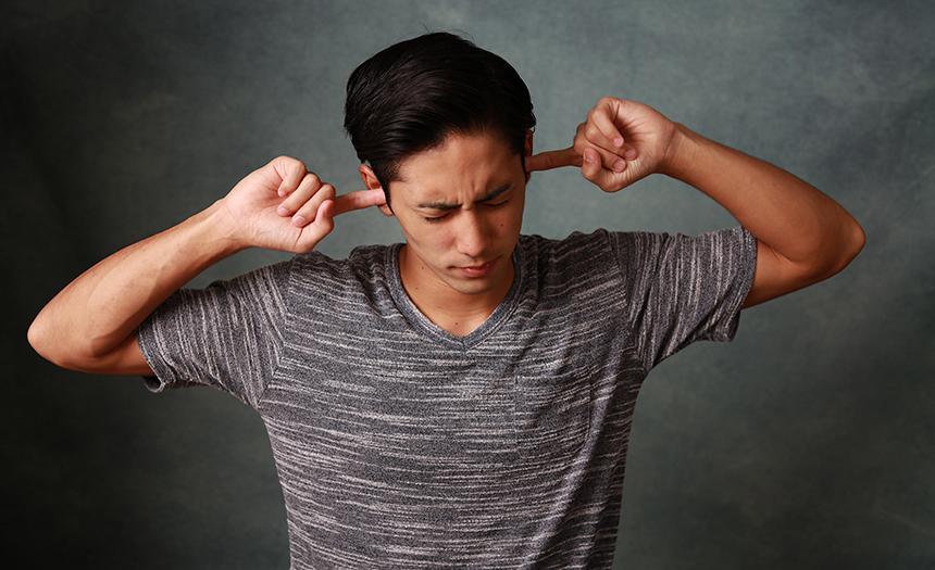 ¿Por qué te zumban los oídos?