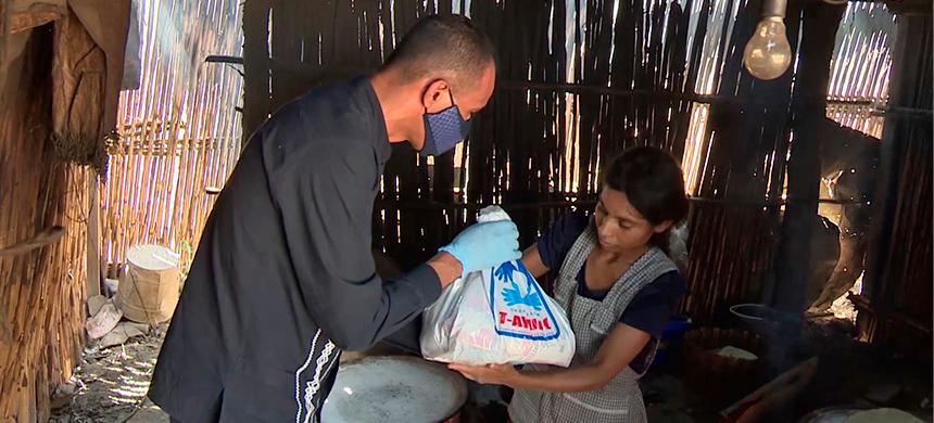 Sin ventas y sin el suficiente sustento, mujeres de Santa Inés Yatzeche, Oaxaca, reciben ayuda urgente
