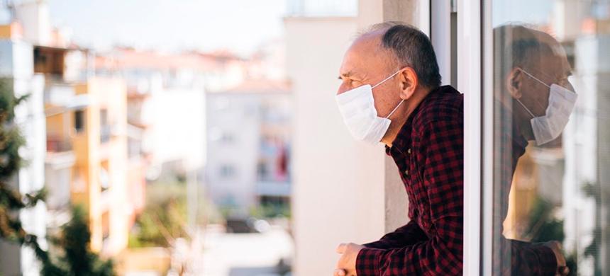 ¿Cómo amenizar el aislamiento social de los adultos mayores?