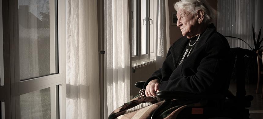 Adultos mayores sufren abandono y maltrato por parte de sus familiares