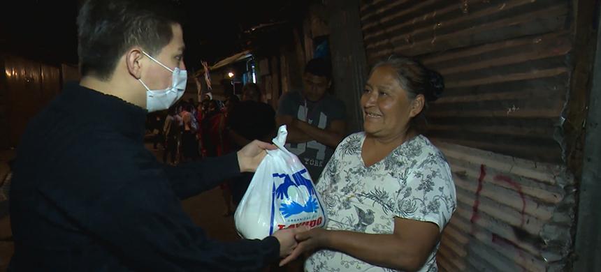 Sin ingresos ni poder vender, artesanos del Centro de la CDMX reciben ayuda oportuna