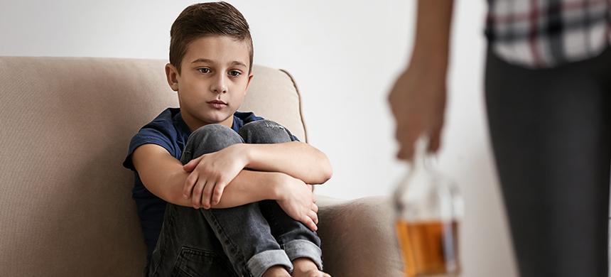 Los niños que toman bebidas alcohólicas con sus padres tienen más probabilidades de enviciarse