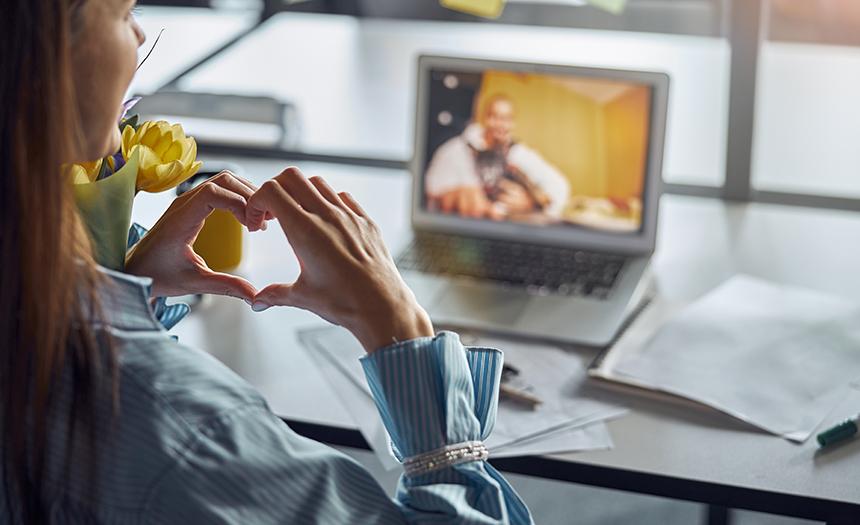 50 % de los bebés serán de parejas que se conocieron en internet