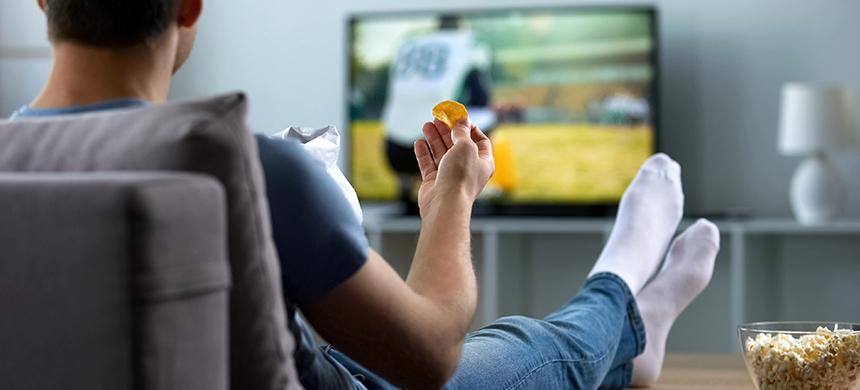 Comer frente a la televisión aumenta el riesgo de obesidad