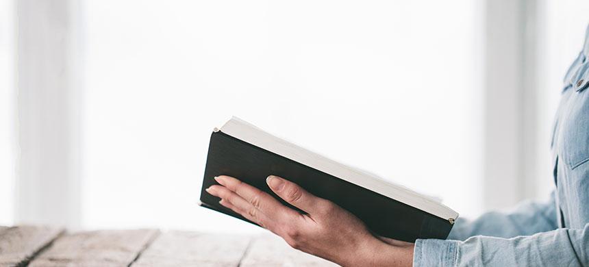 Estudio revela que quien obedece la Biblia tiene mejor vida