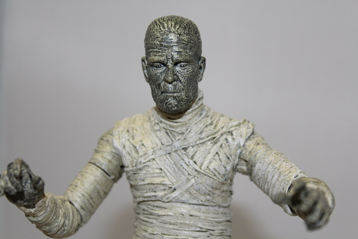 A Review Of Diamond Select Toys' The Mummy Figure.