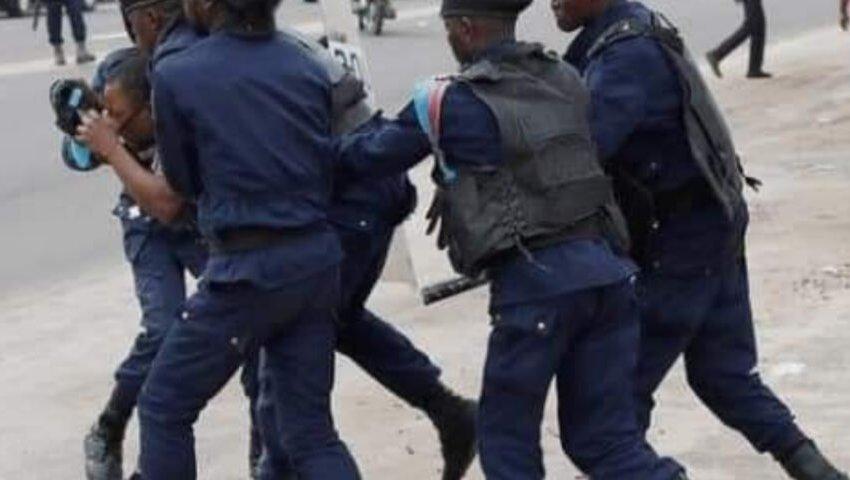 RDC : Un étudiant qui ne portait pas de masque tué par un policier à Kinshasa