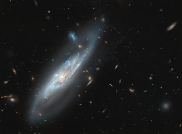 Призрачные рукава галактики NGC 4848