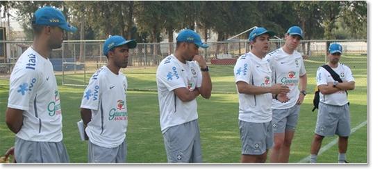 9418a5cfecda3 Ao lado esquerdo do treinador Emerson Ávila