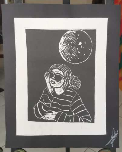 Título: Chica lunar 1 Técnica: Grabado en linóleo/papel de algodón Medida: 28cm x 22cm Año: 2020