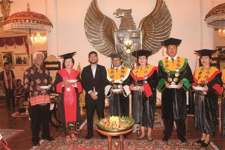 UNMAR AWARD UNTUK PAHLAWAN NASIONAL MR. GUSTI KETUT PUDJA