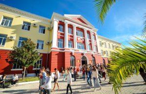Viti akademik fillon me 14 tetor me mësim të kombinuar në bazë të urdhrit të Minsitrit.
