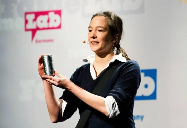 Una ricercatrice spiega il suo lavoro