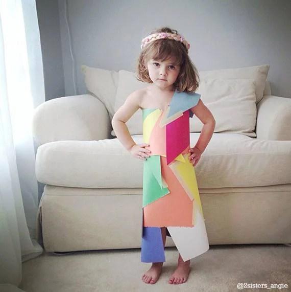 bimba vestito di carta multicolore