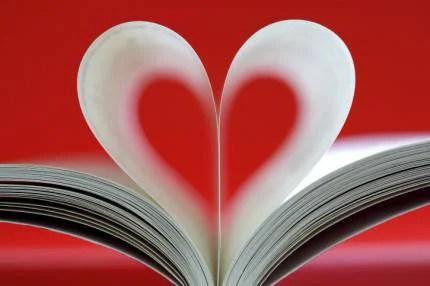 pagine di un libro a forma di cuore