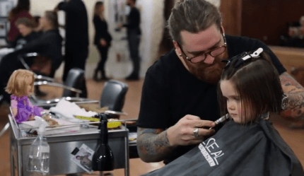 bimba dal parrucchiere